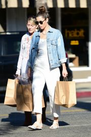 Jessica Biel Shopping with her mom in Los Angeles 2019/10/26 23