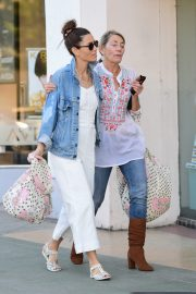 Jessica Biel Shopping with her mom in Los Angeles 2019/10/26 24