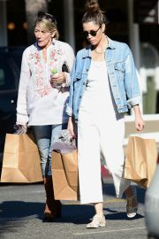 Jessica Biel Shopping with her mom in Los Angeles 2019/10/26 26