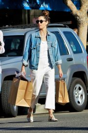 Jessica Biel Shopping with her mom in Los Angeles 2019/10/26 31