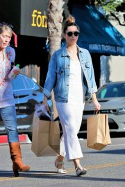 Jessica Biel Shopping with her mom in Los Angeles 2019/10/26 32