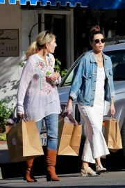 Jessica Biel Shopping with her mom in Los Angeles 2019/10/26 33