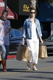 Jessica Biel Shopping with her mom in Los Angeles 2019/10/26 36