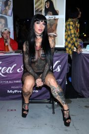 Jessie Lee attends Exxxotica Expo 2019 at the Edison Hotel in New Jersey 2019/10/25 3