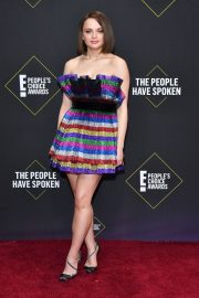 Joey King arrives at 2019 E! People's Choice Awards in Santa Monica 2019/11/10 18