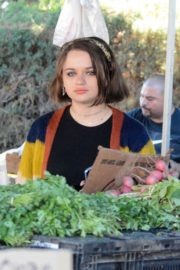 Joey King at the Farmer's Market in Los Angeles 2019/11/24 1