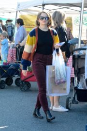 Joey King at the Farmer's Market in Los Angeles 2019/11/24 2