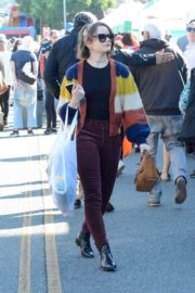 Joey King at the Farmer's Market in Los Angeles 2019/11/24 3