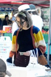 Joey King at the Farmer's Market in Los Angeles 2019/11/24 4