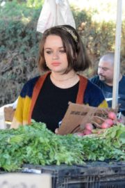 Joey King at the Farmer's Market in Los Angeles 2019/11/24 7