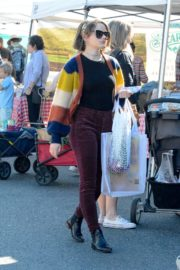 Joey King at the Farmer's Market in Los Angeles 2019/11/24 8