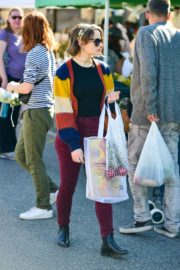 Joey King at the Farmer's Market in Los Angeles 2019/11/24 9