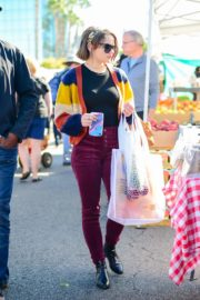 Joey King at the Farmer's Market in Los Angeles 2019/11/24 10