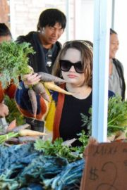 Joey King at the Farmer's Market in Los Angeles 2019/11/24 12