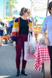 Joey King at the Farmer's Market in Los Angeles 2019/11/24 14