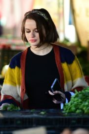 Joey King at the Farmer's Market in Los Angeles 2019/11/24 17