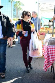 Joey King at the Farmer's Market in Los Angeles 2019/11/24 19