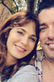 Jonathan Scott express his love for girlfriend Zooey Deschanel on Thanksgiving Day 1