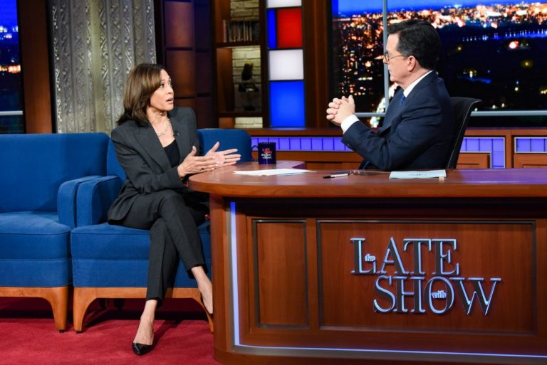 Kamala Harris attends The Late Show with Stephen Colbert in Manhattan 2019/11/21 3