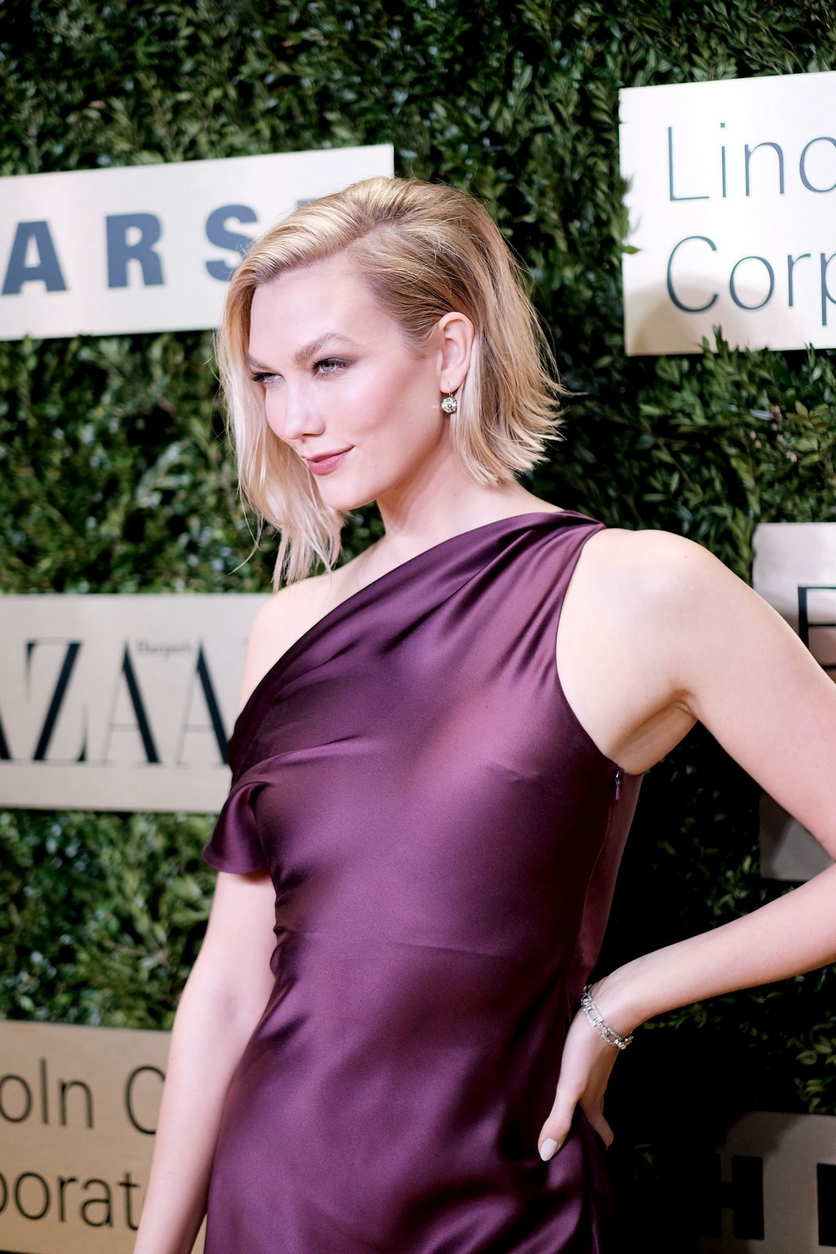 Karlie Kloss attends Lincoln Center Corporate Fashion Fund Gala in New York City 2019/11/18 16