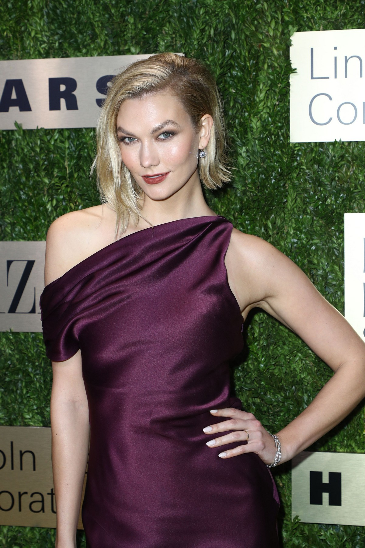 Karlie Kloss attends Lincoln Center Corporate Fashion Fund Gala in New York City 2019/11/18 18