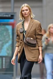 Karlie Kloss seen in brown coat and black fashionall outfit out in New York 2019/10/30 10