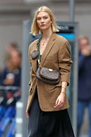 Karlie Kloss seen in brown coat and black fashionall outfit out in New York 2019/10/30 12