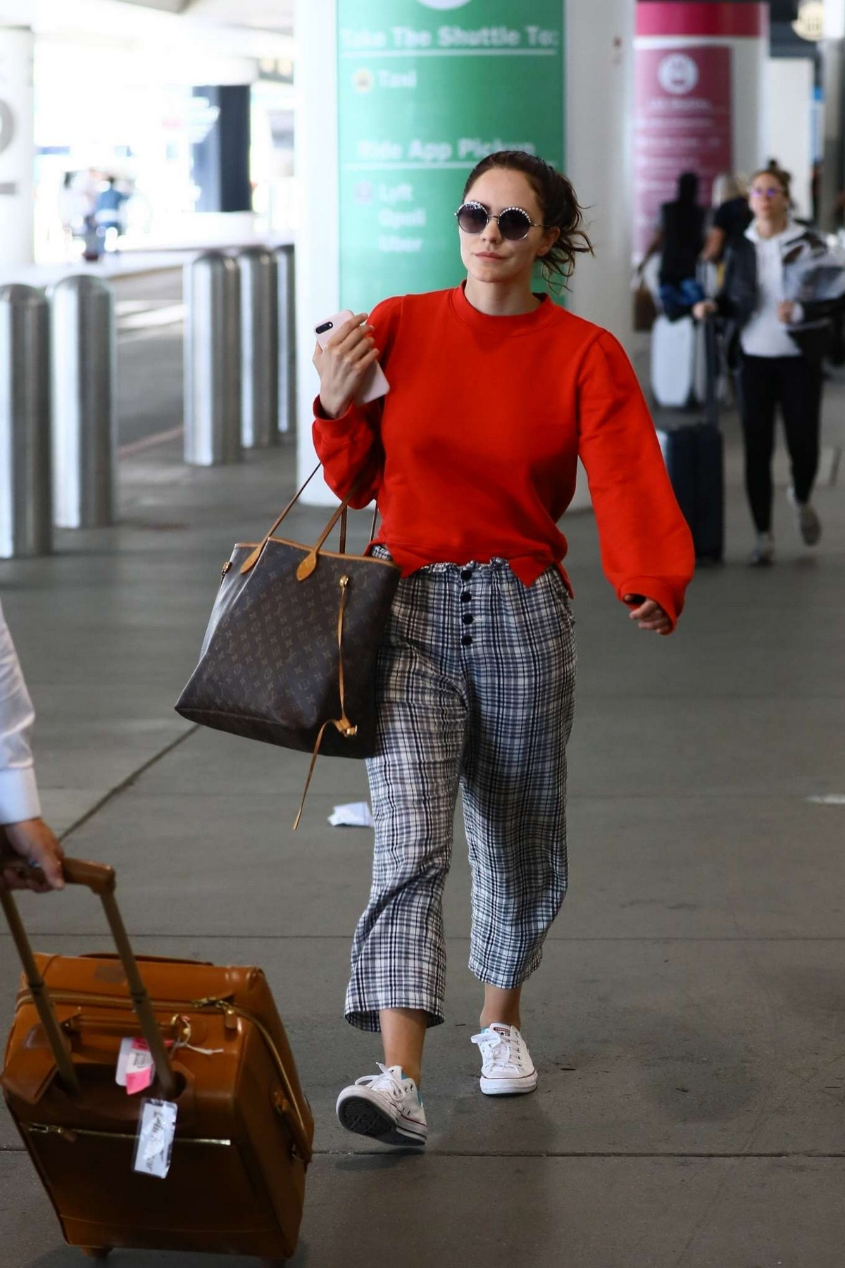 Katharine McPhee Outside at LAX Airport in Los Angeles International Airport 2019/11/09 2
