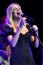 Kelsea Ballerini performs 2019 Live in the Vineyard at the Uptown Theatre in Napa 2019/11/02 3
