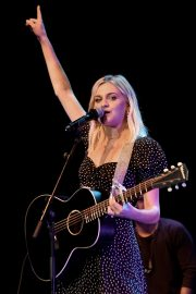 Kelsea Ballerini performs 2019 Live in the Vineyard at the Uptown Theatre in Napa 2019/11/02 8
