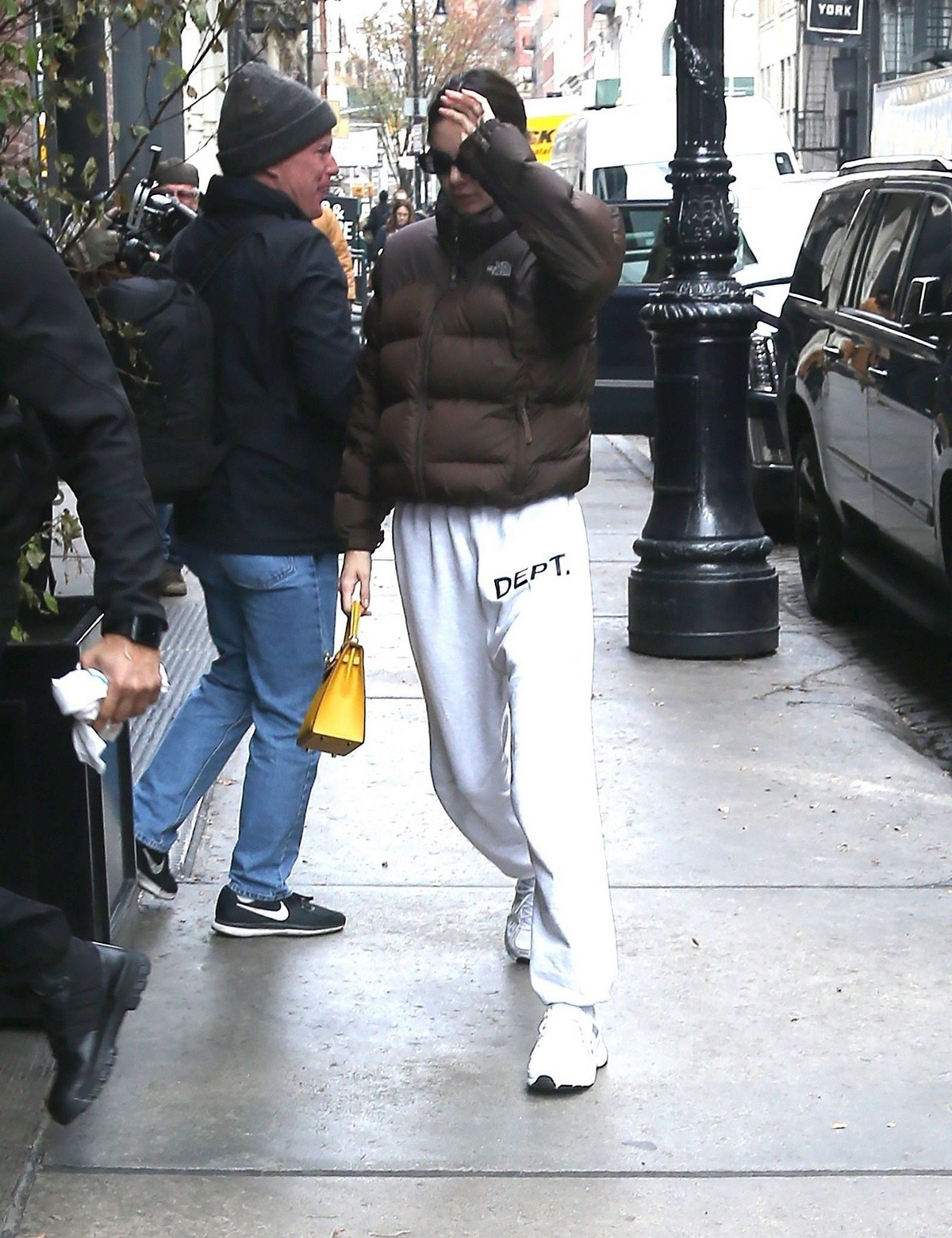 Kendall Jenner seen in casual and cozy jacket out in New York 2019/11/19 3