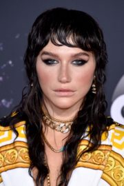 Kesha attends 2019 American Music Awards at Microsoft Theater in Los Angeles 2019/11/24 3