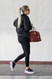 Khloe Kardashian arrives at a Doctor's office in Los Angeles 2019/11/01 2