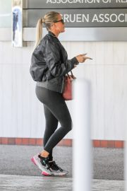 Khloe Kardashian arrives at a Doctor's office in Los Angeles 2019/11/01 4