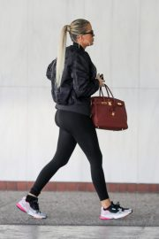 Khloe Kardashian arrives at a Doctor's office in Los Angeles 2019/11/01 7