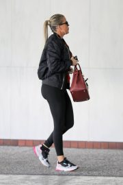 Khloe Kardashian arrives at a Doctor's office in Los Angeles 2019/11/01 9