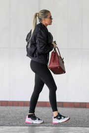 Khloe Kardashian arrives at a Doctor's office in Los Angeles 2019/11/01 10