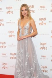 Kimberley Garner flashes her cleavage at Chain of Hope Ball in London 2019/11/22 1