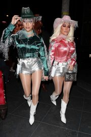 Kourtney Kardashian arrives at Kendall's Haloween Party in Beverly Hills 2019/10/31 18