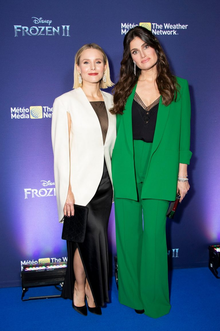 Kristen Bell and Idina Menzel attend Frozen 2 Photocall in Toronto 2019/11/04 2