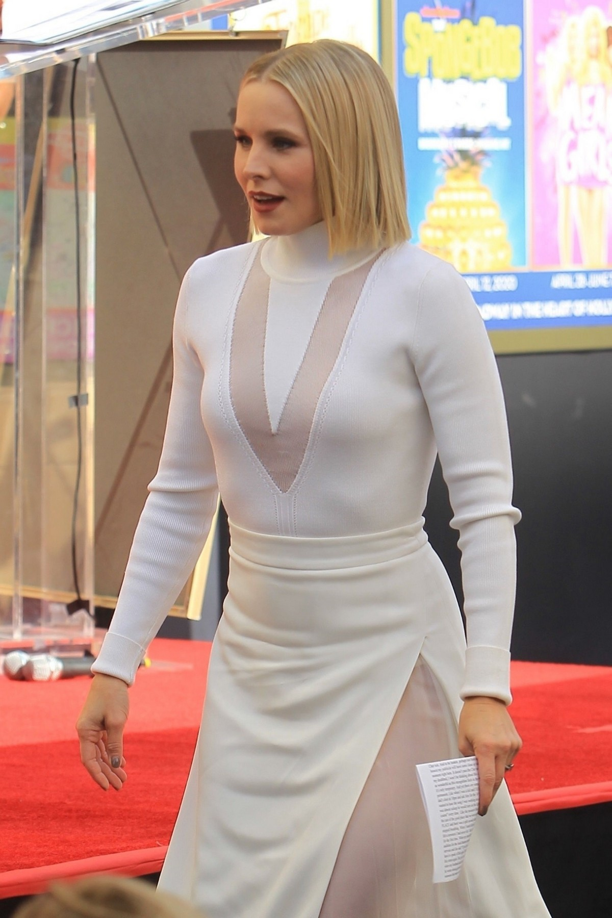 Kristen Bell honored with a stars on the Hollywood Walk of Fame in Hollywood 2019/11/19 3