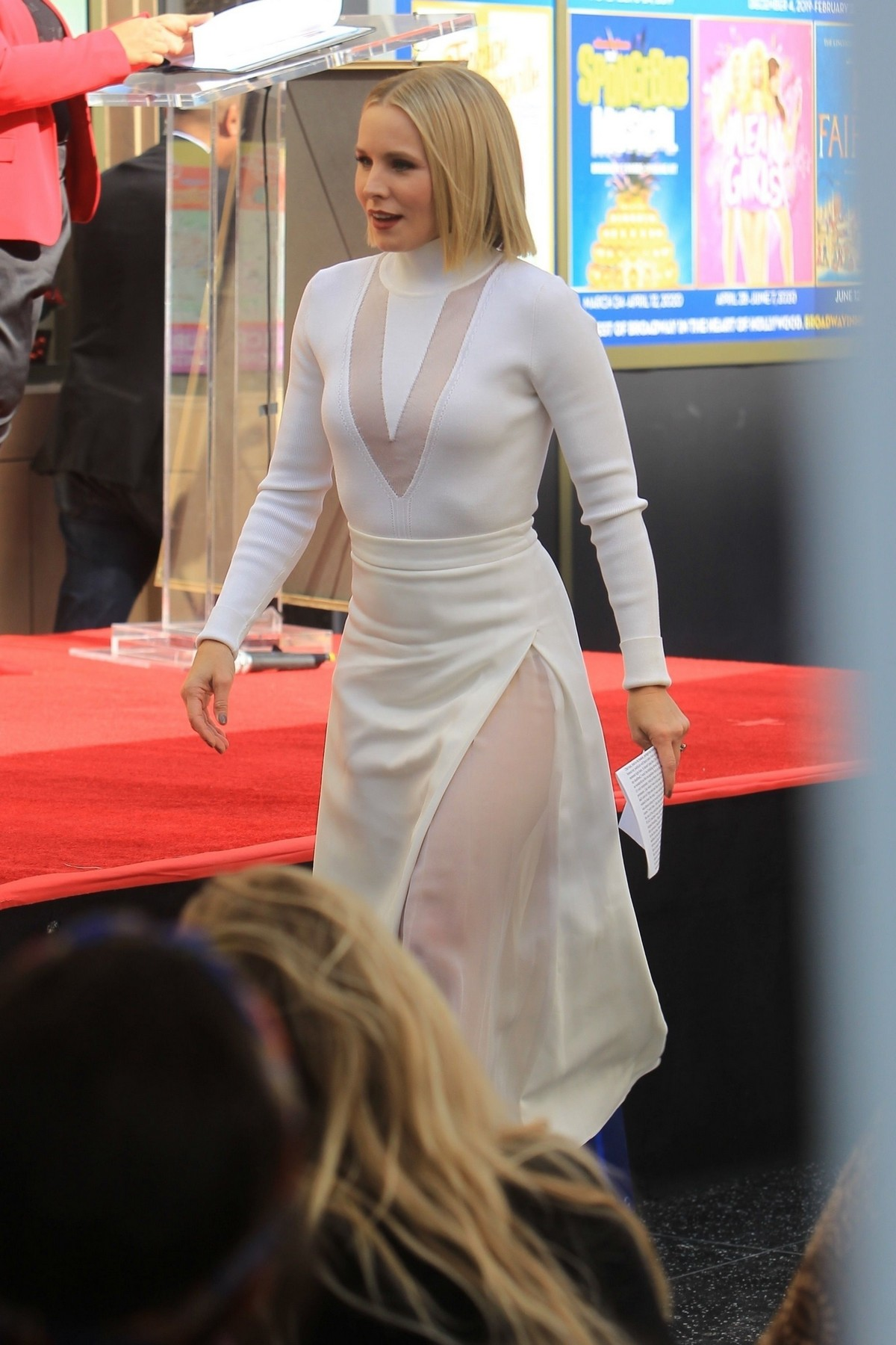 Kristen Bell honored with a stars on the Hollywood Walk of Fame in Hollywood 2019/11/19 4