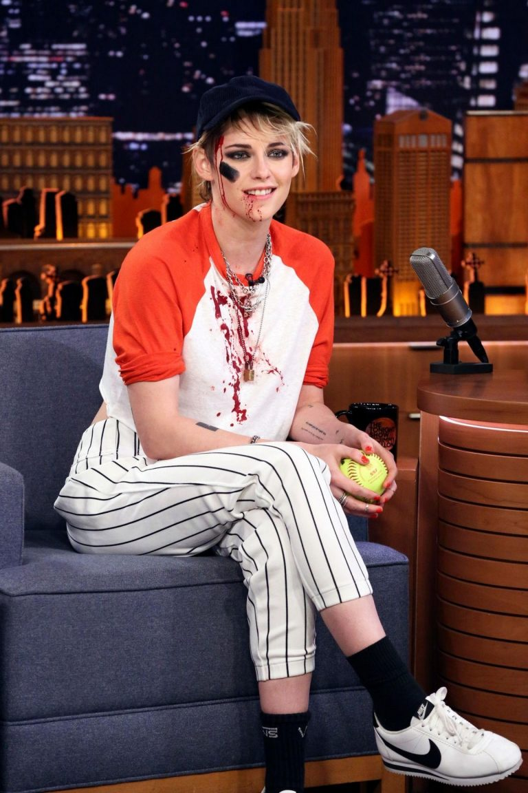 Kristen Stewart attends The Tonight Show With Jimmy Fallon in New York City 2019/10/31 5