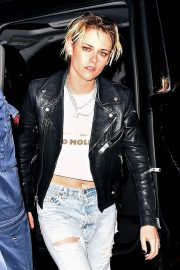 Kristen Stewart seen in leather jacket with jeans Night Out in New York 2019/11/02 3