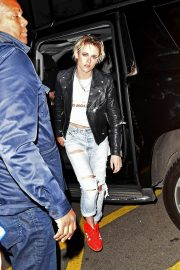 Kristen Stewart seen in leather jacket with jeans Night Out in New York 2019/11/02 5