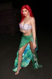 Kylie Jenner arrives 'The Little Mermaid' for a Halloween party in Beverly Hills 2019/10/31 3