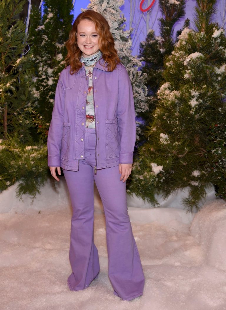 Liv Hewson attends Let It Snow Photocall in Beverly Hills 2019/11/01 5