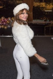 Lizzie Cundy enjoys Natural History Museum Ice Rink Launch Party in London 2019/10/23 8