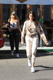 Madison Beer and friend Isabella Jones out for lunch in Beverly Hills 2019/10/31 4