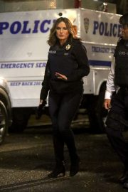 Mariska Hargitay on the set of 'Law and Order: Special Victims Unit' in Harlem 2019/10/31 8
